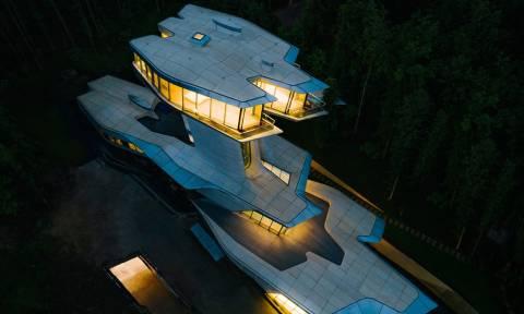 Δεν διανοείσαι πόσα εκατομμύρια αξίζει αυτό το κτίριο! (pics)
