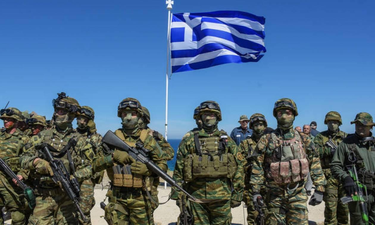 Ένοπλες Δυνάμεις: Γιατί απαγορεύτηκαν τα κινητά στο Στρατό Ξηράς για μία εβδομάδα