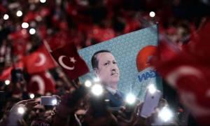 Οι πρώτες αντιδράσεις για τις πρόωρες εκλογές στην Τουρκία: «Όχι υπό καθεστώς εκτάκτου ανάγκης»