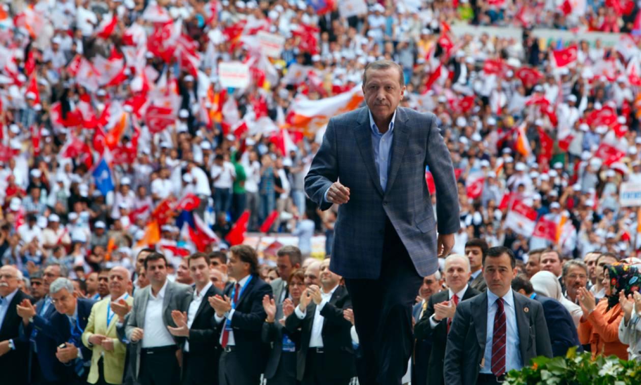 Τουρκία: Αυτοί είναι οι λόγοι που αναγκάζουν τον Ερντογάν να πάει σε πρόωρες εκλογές