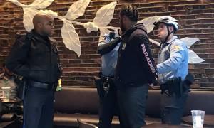Σάλος: Συνέλαβαν Αφροαμερικανούς επειδή απλά... περίμεναν μέσα σε γνωστή καφετέρια (video)
