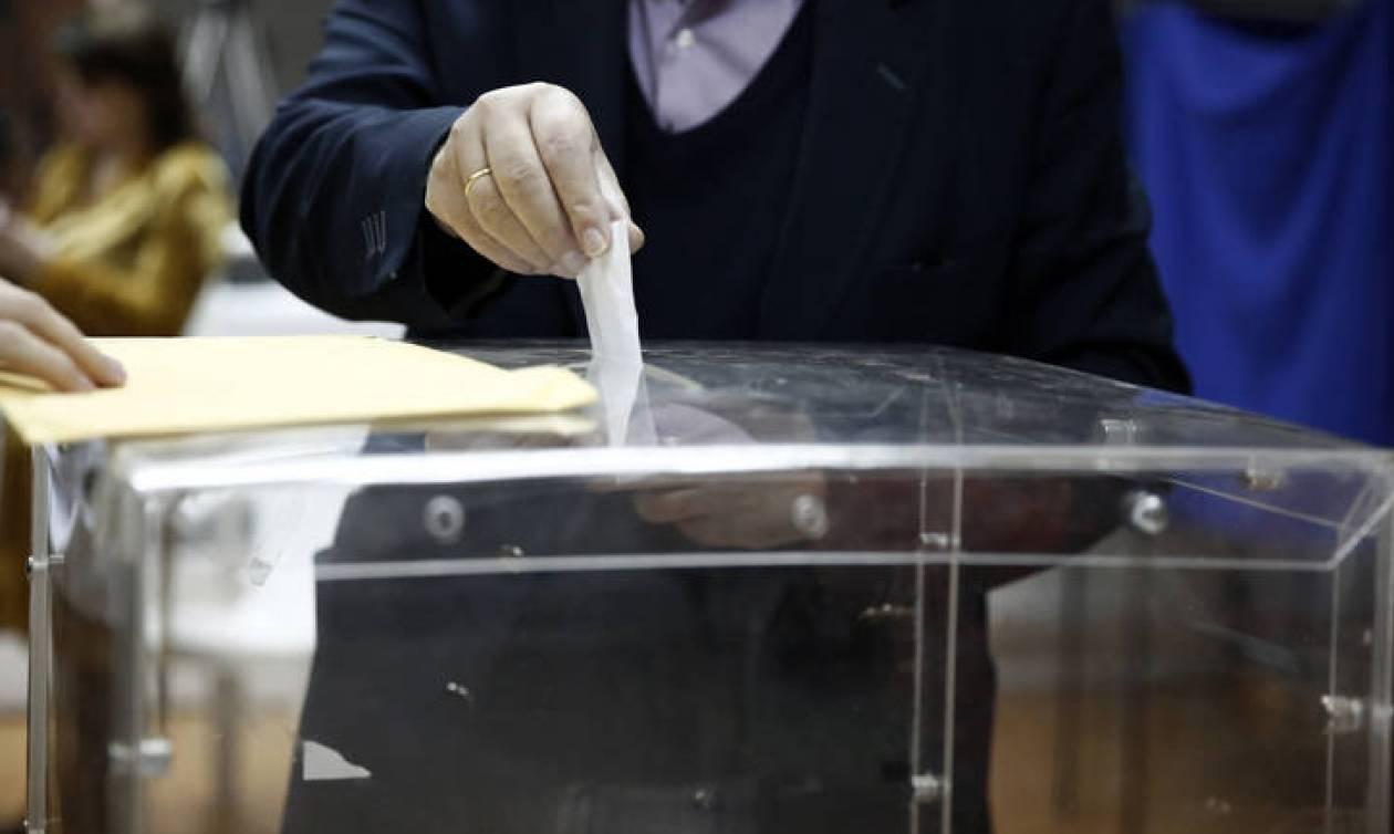 Νέα δημοσκόπηση: Ποιος προηγείται και ποια κόμματα μπαίνουν στη Βουλή