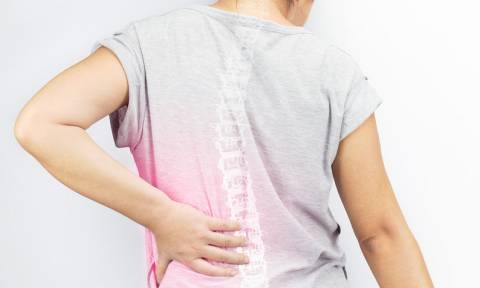 Οστεοπόρωση: 4 «αθόρυβα» συμπτώματα μέσα από φωτογραφίες