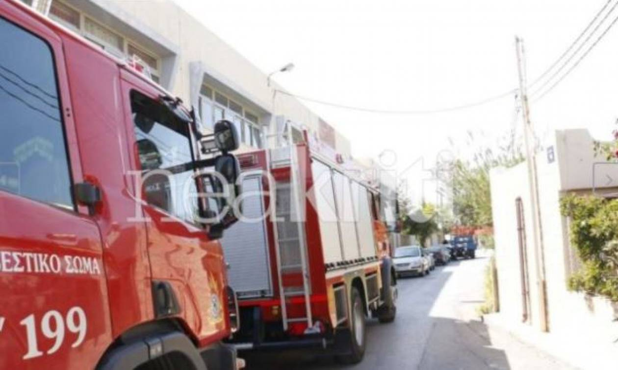Θρίλερ στην Κρήτη: Άντρας απειλούσε να πέσει στο κενό