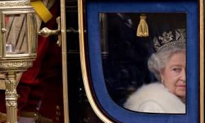 Η Βρετανία γιορτάζει τα γενέθλια της βασίλισσας Ελισάβετ: Δείτε σπάνιες φωτογραφίες από τη ζωή της