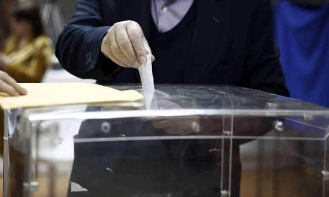 Δημοσκόπηση: Όλα ανοιχτά στο πολιτικό σκηνικό - Ποιος προηγείται και ποια κόμματα μπαίνουν στη Βουλή