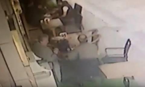 Βίντεο - ΣΟΚ: Η στιγμή της δολοφονίας του πρώην υπουργού της Τουρκίας (ΠΡΟΣΟΧΗ, ΣΚΛΗΡΕΣ ΕΙΚΟΝΕΣ)