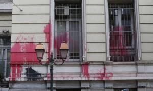 ΥΠΕΞ για επίθεση Ρουβίκωνα στη γαλλική πρεσβεία: Απαράδεκτες ενέργειες