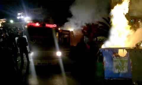 «Πόλεμος» στη Μυτιλήνη: Σκηνές χάους μεταξύ μεταναστών, κατοίκων και αστυνομίας (pics+vids)