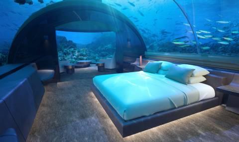 Απίστευτο: Σε αυτό το ξενοδοχείο, κοιμάσαι μαζί με τα ψάρια προτού τα φας! (vid)
