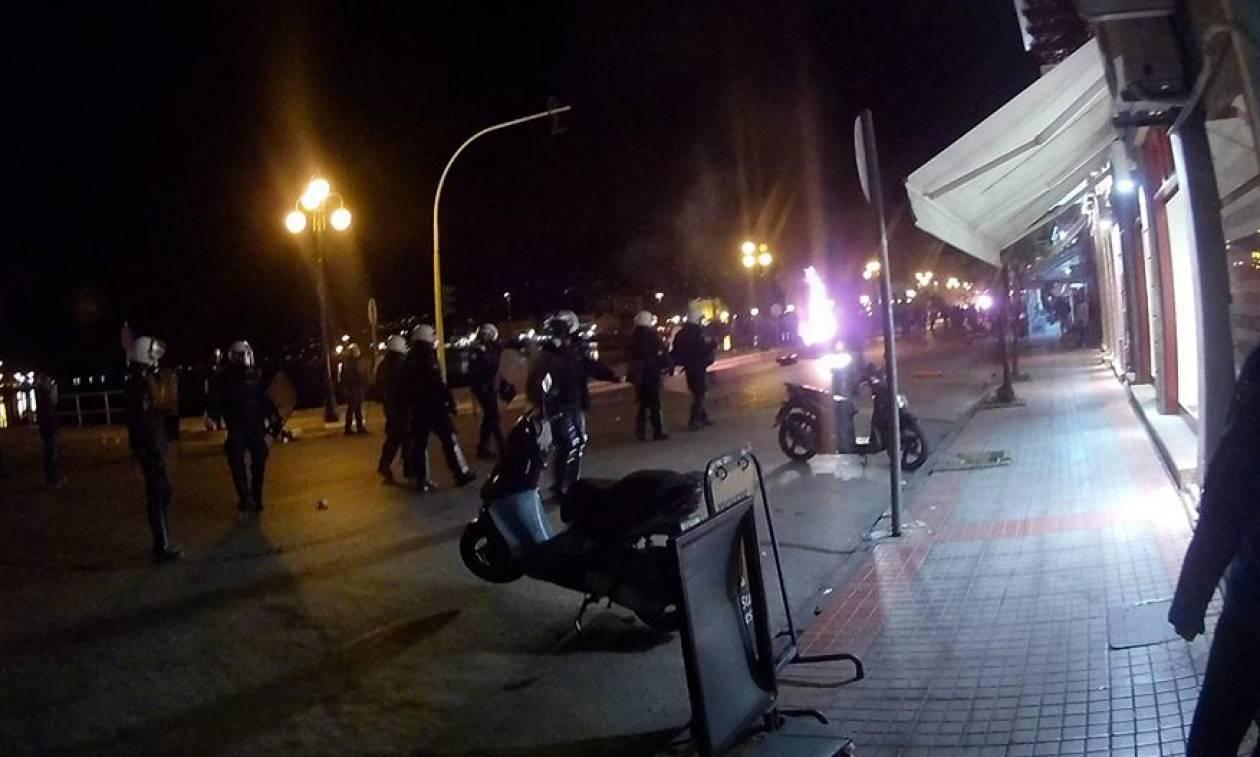 Μυτιλήνη: Συνέλαβαν τους 120 μετανάστες που είχαν καταλάβει την πλατεία Σαπφούς