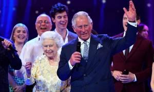 Βρετανία: Πώς αντέδρασε η βασίλισσα Ελισάβετ όταν ο Κάρολος την είπε δημοσίως «μανούλα» (vid)