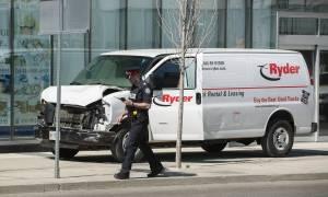 Τρόμος στον Καναδά: Φορτηγάκι «θέρισε» πεζούς στο Τορόντο - Τουλάχιστον 10 νεκροί (pics+vids)