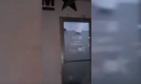 Σοκαριστικό βίντεο: Δημοσιογράφος σκοτώνεται την ώρα που μετέδιδε ρεπορτάζ