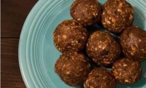 Vegan τρουφάκια σοκολάτας με τρία μόνο υλικά