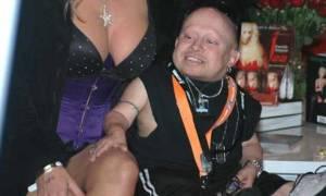 Το sex tape και οι αποκαλύψεις ΣΟΚ για το νεκρό «Mini Me»: «Με είχε κάνει σκλάβα του!» (vids+pics)