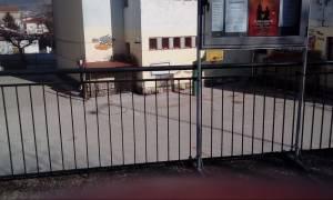Κρήτη: Στο νοσοκομείο μαθητής που σφηνώθηκε στα κάγκελα σχολείου