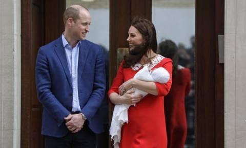 Ο πρίγκιπας William έμαθε από τα λάθη του: Δείτε πώς κράτησε τώρα ασφαλές το νεογέννητο μωρό