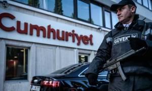 Χούντα Ερντογάν: Στέλνει στη φυλακή 15 δημοσιογράφους