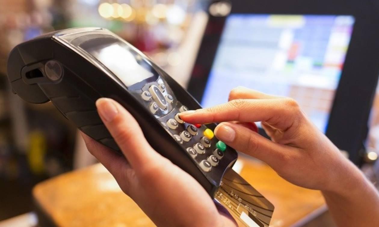 Ζευγάρι έκλεβε πιστωτικές κάρτες και έκανε τα ψώνια του!