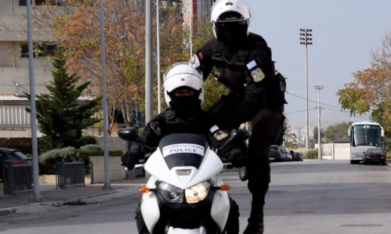 Πολύ σκληρές εικόνες: Αστυνομικοί της ΔΙΑΣ σώζουν έγκυο γυναίκα από τροχαίο! (pics)