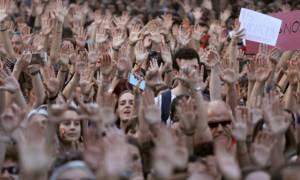 Οργή στην Ισπανία: Αθώοι πέντε άνδρες για τον ομαδικό βιασμό έφηβης (Pics+Vid)