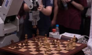 Αυτό το ρομπότ παίζει σκάκι και κατασκευάστηκε στην Κοζάνη! (pics)