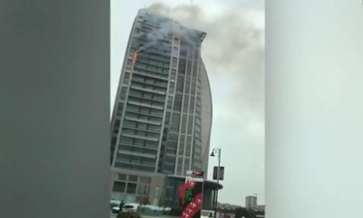 Μεγάλη φωτιά στον πύργο του Τραμπ στο Μπακού (vid)