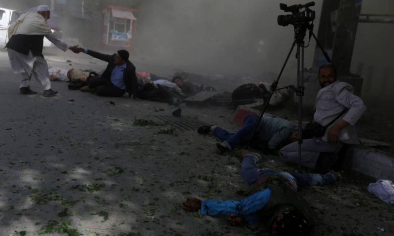Τραγωδία: Νεκρός φωτορεπόρτερ του Γαλλικού Πρακτορείου Ειδήσεων (ΣΚΛΗΡΕΣ ΕΙΚΟΝΕΣ)