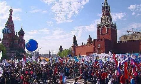 Первомайское профсоюзное шествие началось на Красной площади