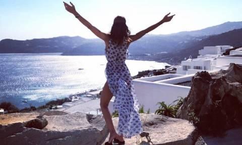 Η Ελληνίδα με την απόλυτη κορμάρα σε καυτές πόζες! (pics)
