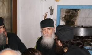 Γέρων Νίκων: Είδα να φουσκώνει το Άγιο Ποτήριο, να βγαίνουν σάρκες από αυτό και το αίμα να χύνεται