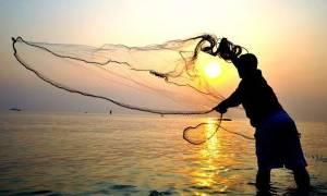 Πάτρα: Έπαθε ΣΟΚ ο ψαράς όταν είδε αυτό το «τέρας» στα δίχτυα του! (pics)