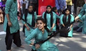 Φρίκη: Ανήλικη βιάστηκε από οκτώ άνδρες και αυτοκτόνησε