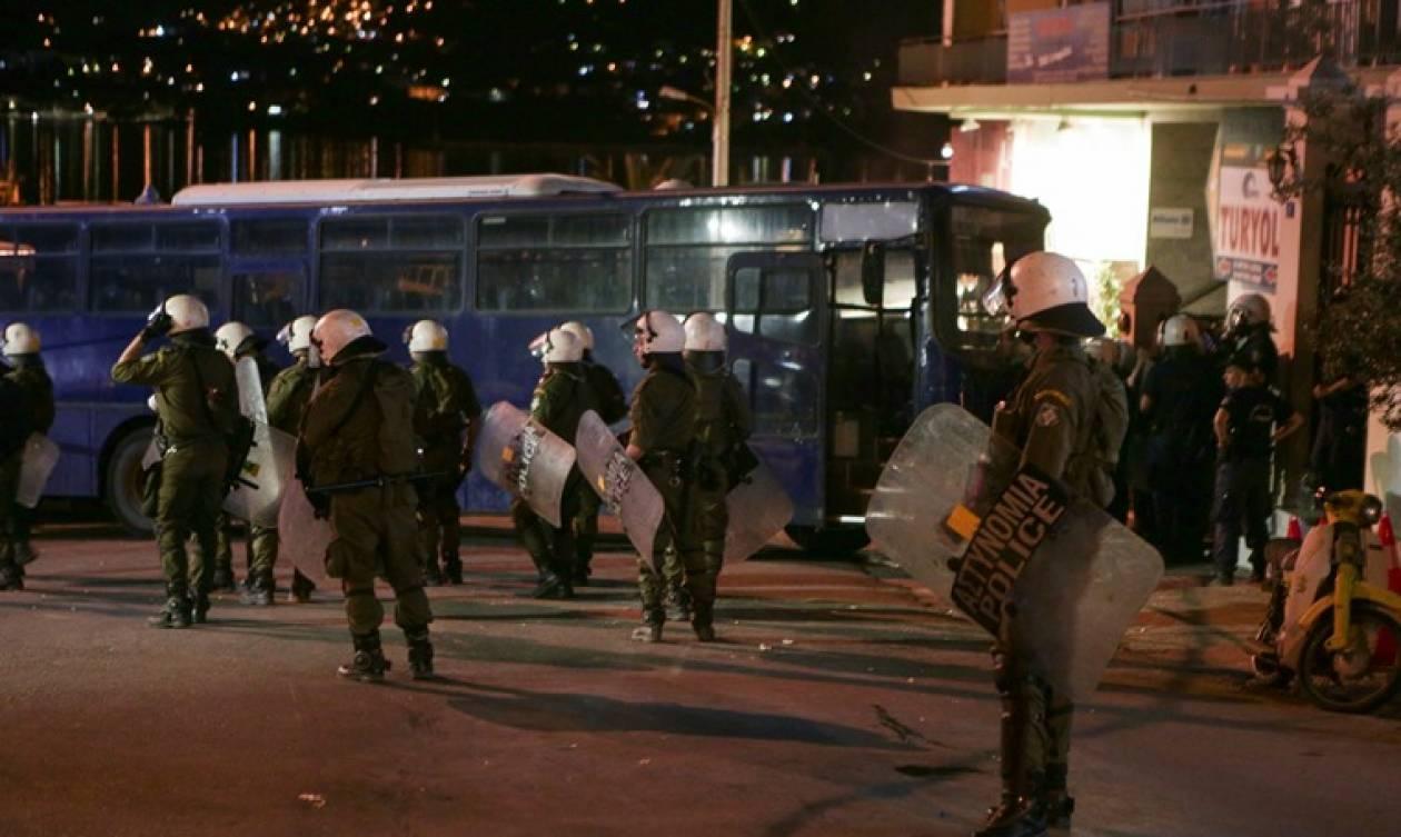 Μυτιλήνη: Ένταση, επεισόδια και κλειστά καταστήματα - Απόπειρα για «ντου» στην ομιλία Τσίπρα (pics)