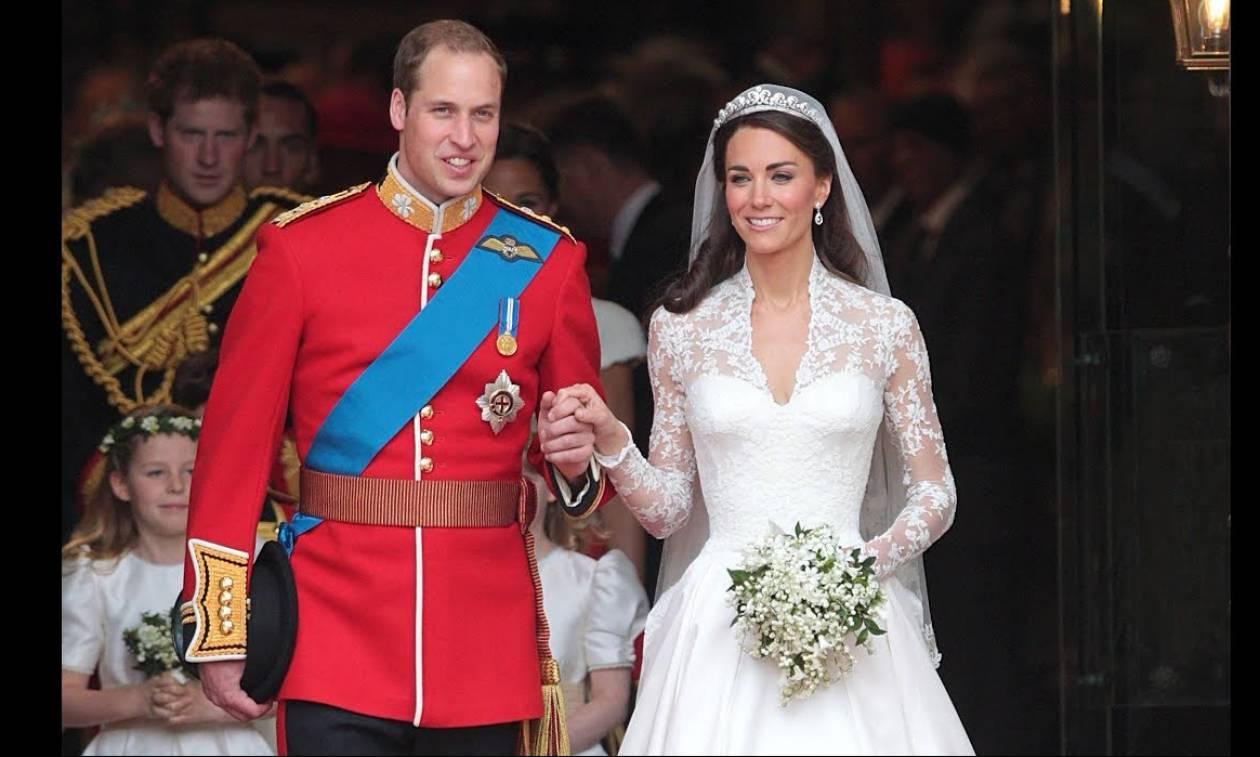 Προσοχή δεν τρώγονται! Στο «σφυρί» κομμάτια από τις γαμήλιες τούρτες βασιλικών γάμων της Βρετανίας