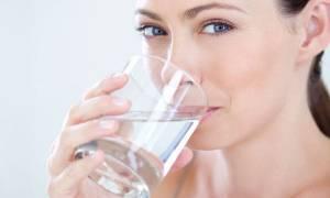Αυτό συμβαίνει στο σώμα μας αν δεν πίνουμε αρκετό νερό