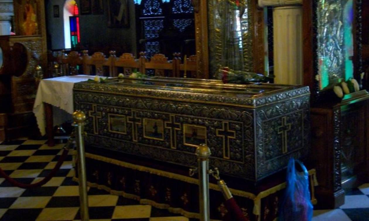 """Άγιος Εφραίμ: Ζωντανές παρουσίες, από περιγραφές αυτόπτων μαρτύρων... - """"Με έσωσε από τα μάγια"""""""