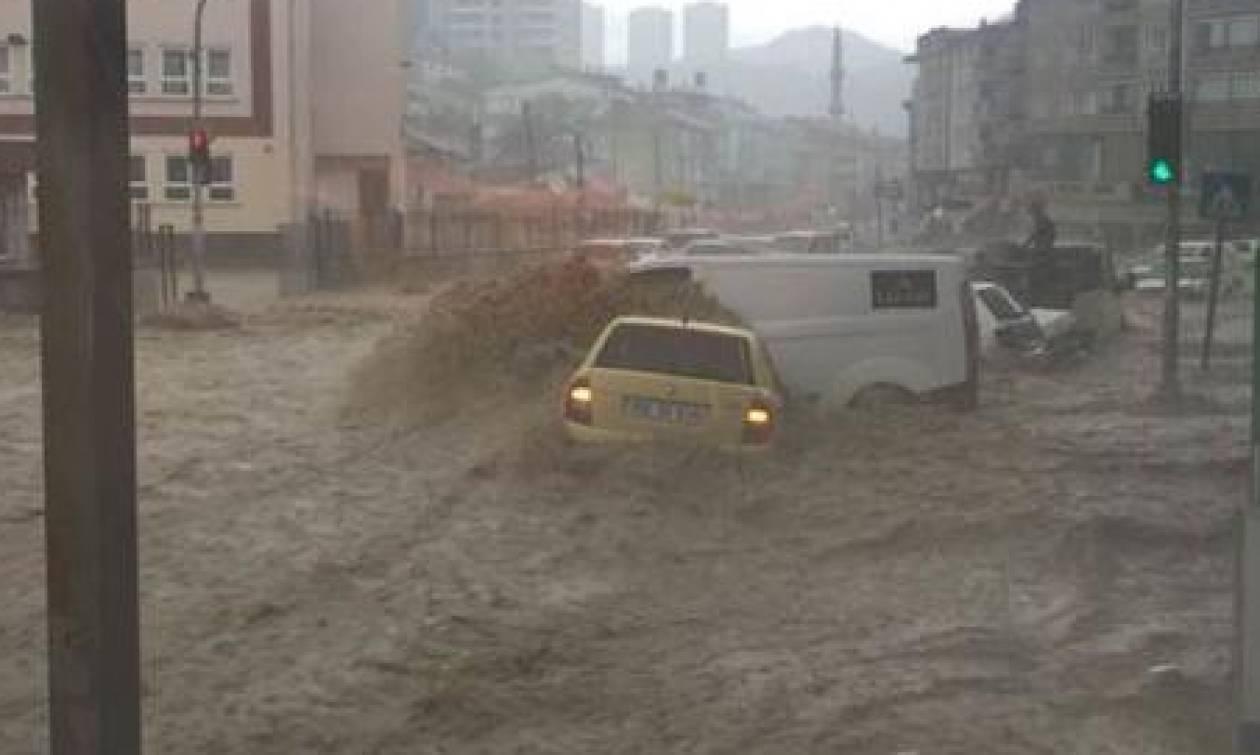 Εικόνες Αποκάλυψης στην Άγκυρα από τη σφοδρή κακοκαιρία: «Βούλιαξε» η πόλη – Τεράστιες καταστροφές