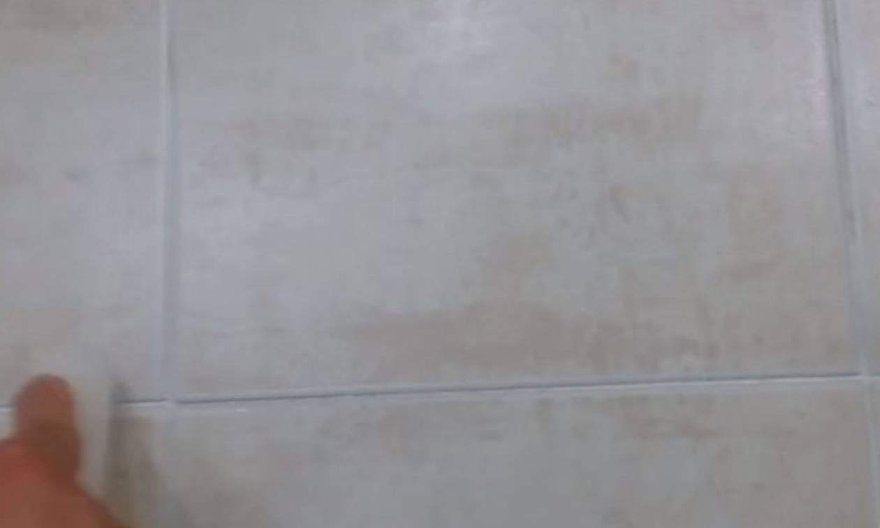 Πήρε ένα λευκό κερί και μπήκε στο μπάνιο. Μόλις δείτε το λόγο θα το κάνετε αμέσως (video)