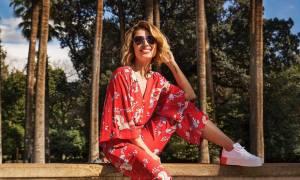Η Μαρία Ηλιάκη ποζάρει με καυτό jean σορτς & crop top