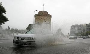 «Βούλιαξε» η Θεσσαλονίκη: «Ποτάμια» οι δρόμοι και εικόνες… Αποκάλυψης (pics+vids)