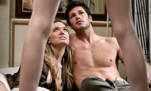 Σεξουαλικά πειράματα: Έπεισε τη φίλη του για τρίο και δεν φαντάζεστε τι της έκανε μετά!