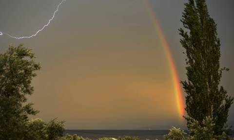 Έκτακτο δελτίο καιρού: Με ακραία καιρικά φαινόμενα και η Τρίτη - Πού θα σημειωθούν καταιγίδες (pics)