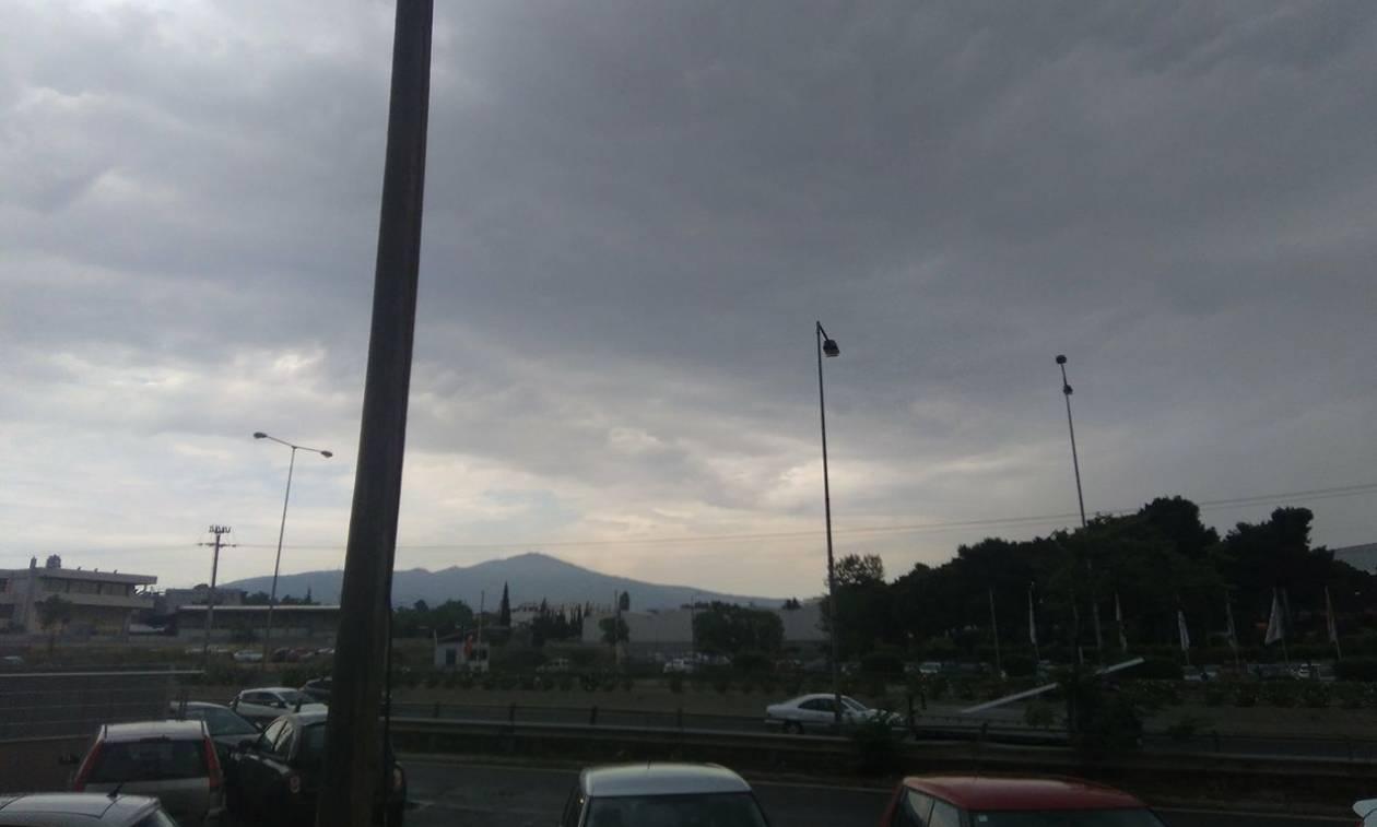 Καιρός - Έκτακτο δελτίο ΕΜΥ: Η κακοκαιρία «χτυπάει» την Αθήνα - Πού θα σαρώσει τις επόμενες ώρες