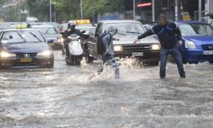 Καιρός: «Πνίγεται» η Θεσσαλονίκη από τη θεομηνία – Νέες εικόνες Αποκάλυψης