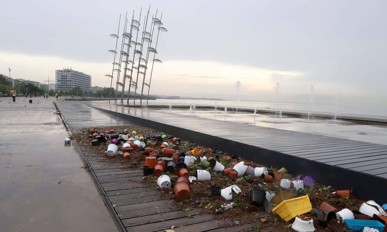 «Πνίγηκε» η Θεσσαλονίκη από την κακοκαιρία: Κινδύνευσαν ανθρώπινες ζωές