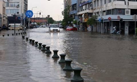 Έκτακτο δελτίο καιρού από την ΕΜΥ: Πού θα «σκάσει» η μετεωρολογική «βόμβα» τις επόμενες ώρες