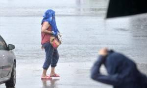 Καιρός: Επιμένουν οι βροχές και οι καταιγίδες το Σαββατοκύριακο - Δείτε πού θα βρέξει