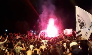 Θεσσαλονίκη: Έξαλλοι πανηγυρισμοί οπαδών του ΠΑΟΚ στον Λευκό Πύργο για το Κύπελλο (pis&vid)